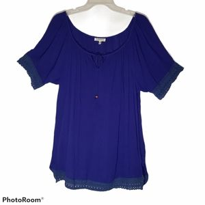 Womens short laced slit side top.  Size 2x